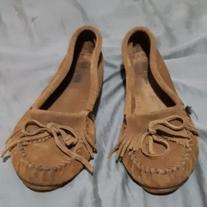 Minnetonka womens brown suede moccassin style flat